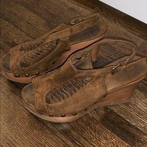 Shoes - Super comfy wedges